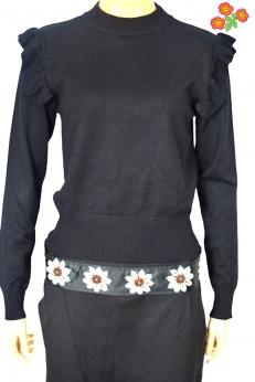Czarny sweter z falbankami przy ramionach M